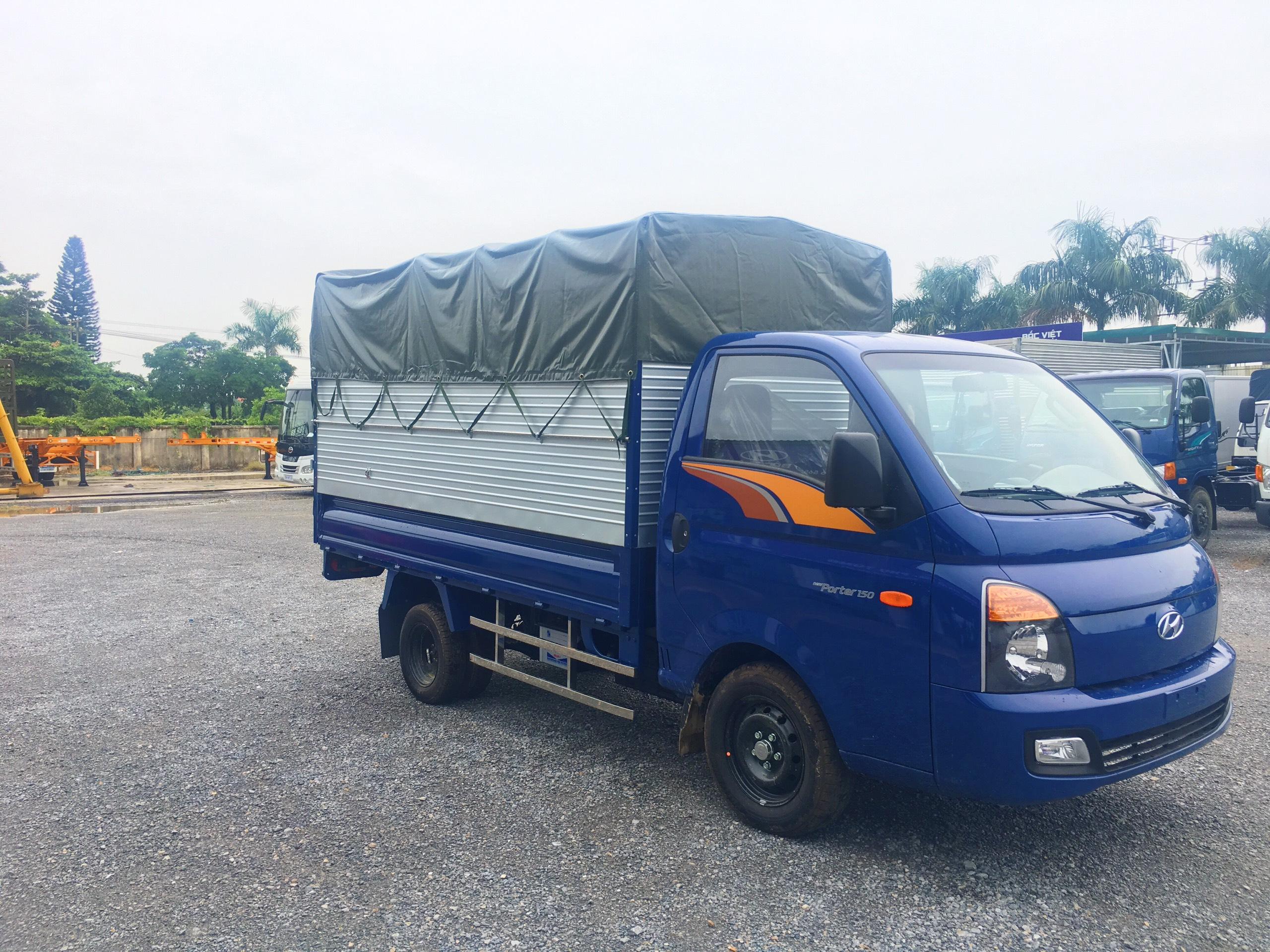 xe tai HYUNDAI H150 thùng bạt